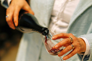 Pouring_a_glass_of_red_wine