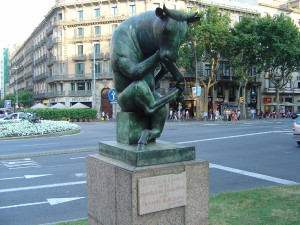 Statue of the thinking bull in Barcelona, Catalonia, Spain. Credit: Hungarian Wikipedia, Magyar Wikipédia